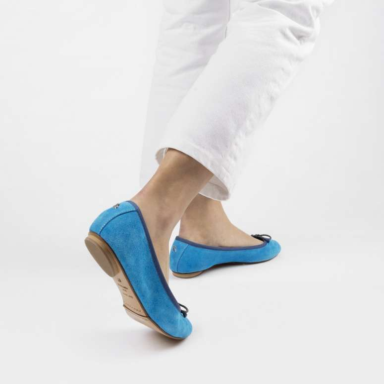 Gorgeous foldable ballerinas in fluorescent suede leather blue