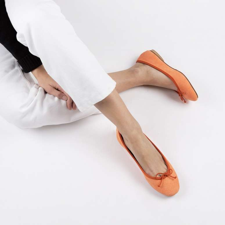 Gorgeous foldable ballerinas in fluorescent suede leather orange